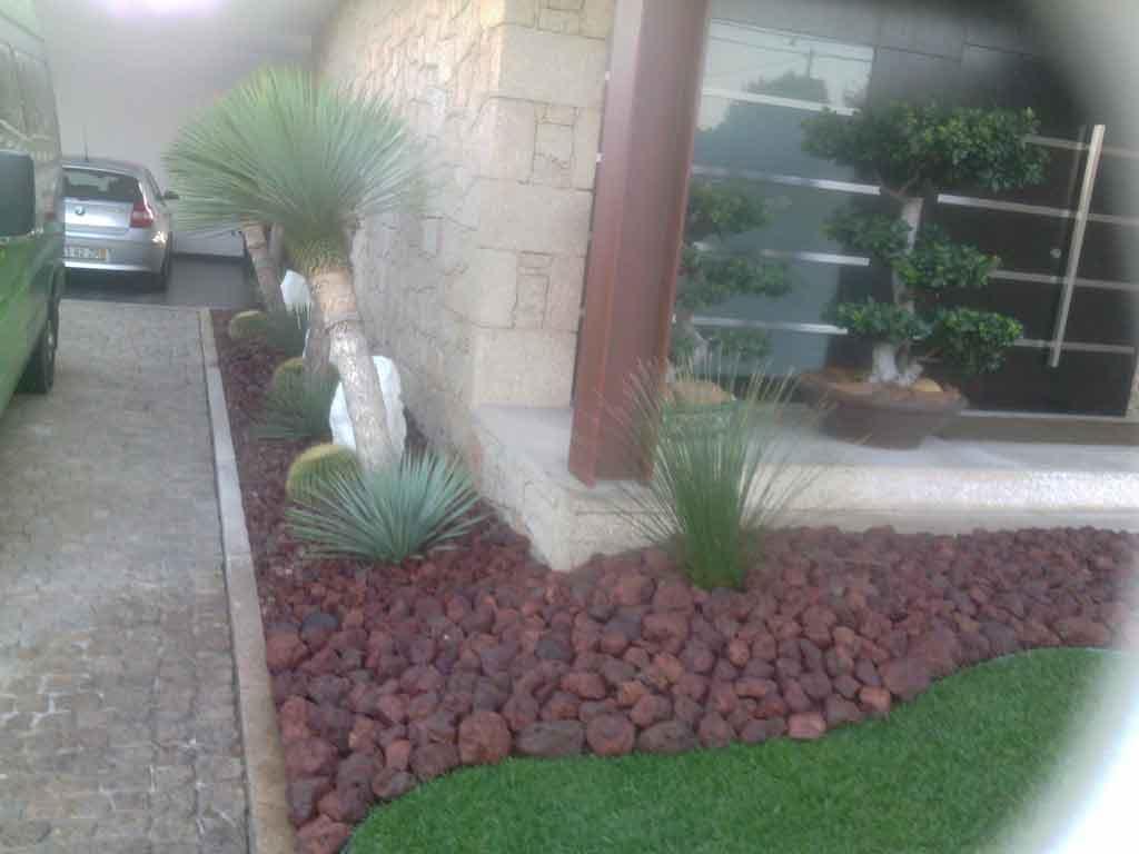 Pedra para jardim e relva
